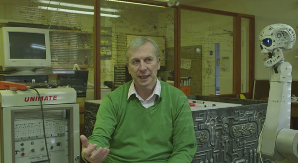 Kevin Warwick, Engineer, Deputy Vice-Chancellor, Coventry Univ. (UK), film still taken from <i>World Brain</i> by Stéphane Degoutin & Gwenola Wagon, episode 20