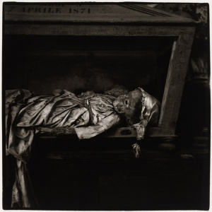 Peter Hujar, Palermo Catacombs #4, 1963 © 1987 The Peter Hujar Archive LLC; courtesy Pace/MacGill Galery, New York and Fraenkel Gallery, San Francisco
